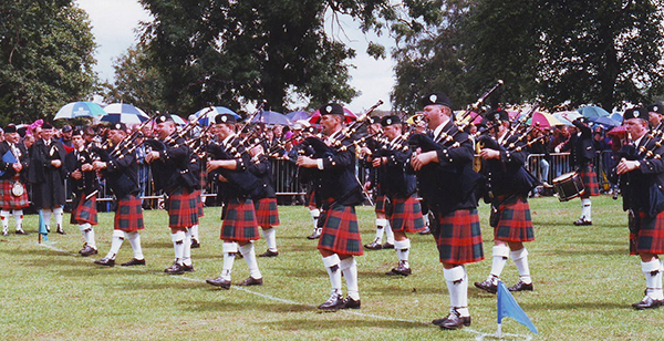 The 78th Fraser Highlanders from Ontario were the first overseas band to win the World Pipe Band Champ[ionhip title. They are pictured wearing the glengarry/jacket and hose combination of dress that replaced the full but uncomfortable No1 kit amonfg all pipe bands